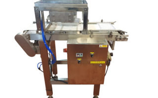 Double mould arranger for placing 2 moulds side by side in the tunnel